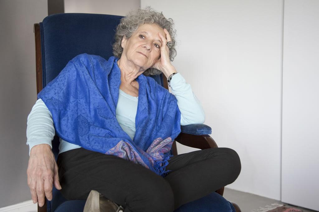 Mulher idosa em depressao