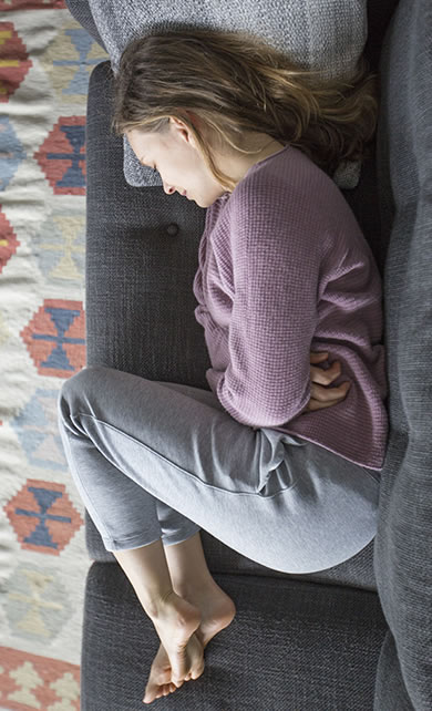 Mulher deitada com depressao de fibromialgia